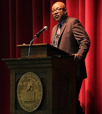 Leonard Pitts Jr. speaking in Memorial Hall
